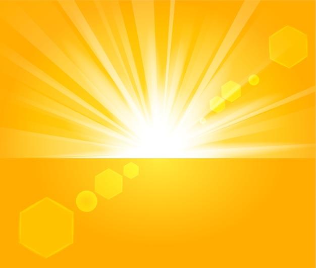 明るい背景の地平線から上昇している黄金の光線