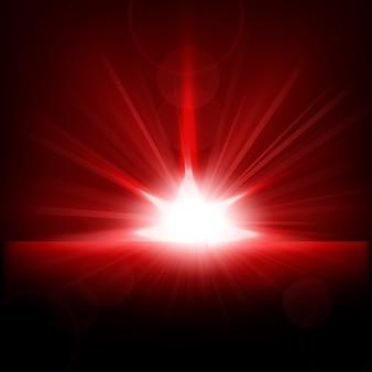 水平線から上昇する赤色の光線