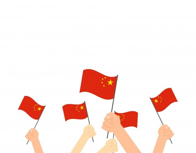 中国の旗を手にした手