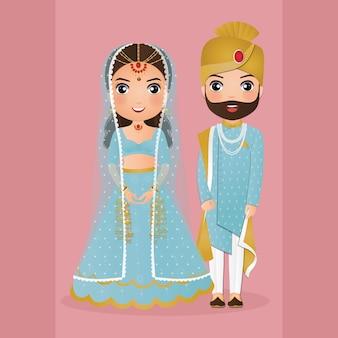 伝統的なインドのドレスの漫画のキャラクターでかわいいカップル。ロマンチックな結婚式の招待カード