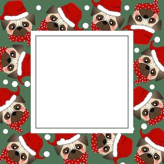 緑のバナーカードに赤いスカーフとパグサンタクロース犬