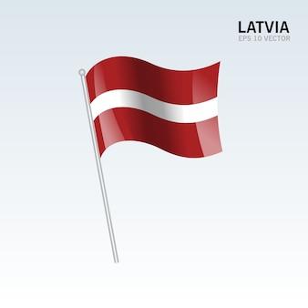 Латвия развевающийся флаг, изолированные на сером фоне