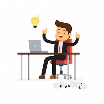彼の机で働くとアイデア電球の多くを作成する実業家