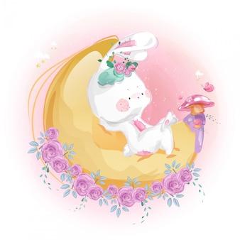 Милый маленький кролик и луна в ярком небе.