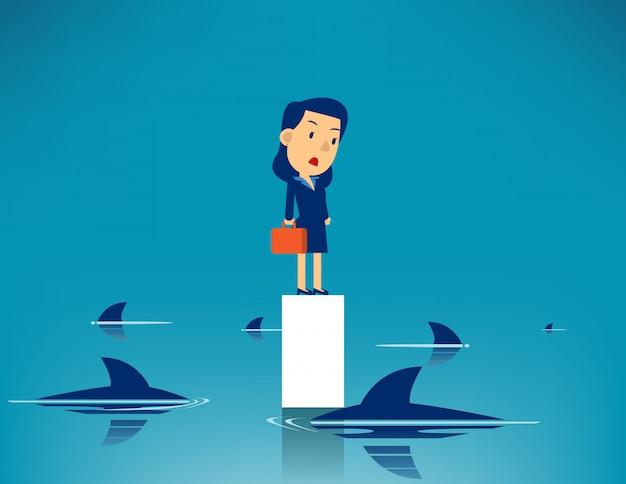 ビジネスの女性と囲まれたサメ