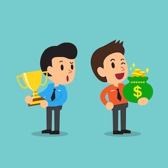 Бизнесмен держа трофей и бизнесмен держа сумку денег