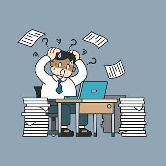 テーブルに座って論文を持ったビジネスマンを強調