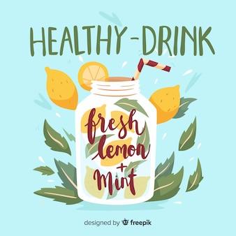 Ручной обращается освежающий летний напиток