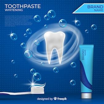 Плакат с реалистичной свежей зубной пастой