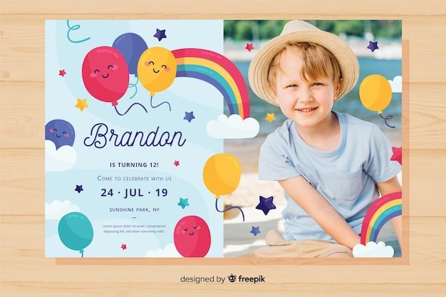 カラフルな誕生日の招待状のテンプレート