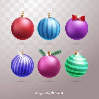 Реалистичные новогодние шары на простом фоне