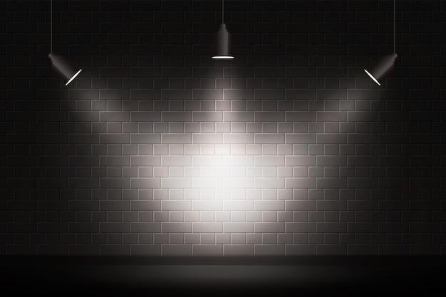 スポットライトでレンガの壁