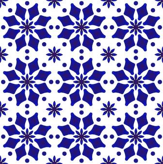 青と白のセラミックタイルパターンのインディゴアラベスクスタイル