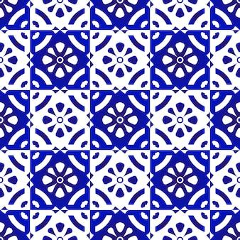 Синие и белые плитки