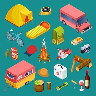 Изометрическая коллекция туристического снаряжения, автомобилей для кемпинга, аксессуаров для закусок и отдыха