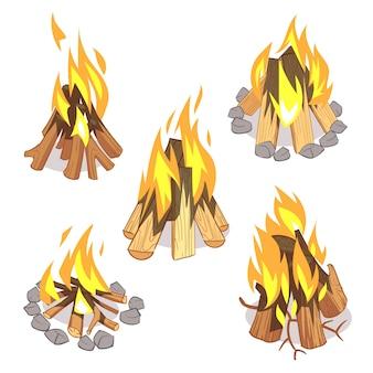 キャンプファイヤーの野外の焚き火