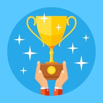 Руки держат золотой спортивный кубок. успех, победа, чемпионат бизнес концепции.