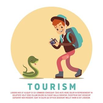 観光男性観光客とヘビ