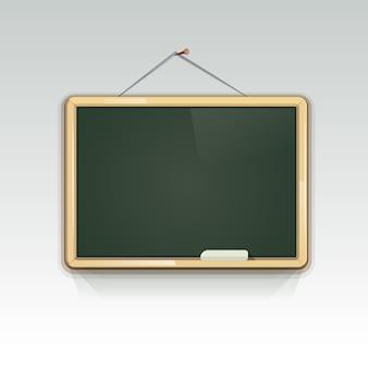 壁に掛かっている空白の学校の黒板