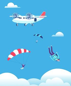 Парашютисты выпрыгивают из самолета в голубом небе
