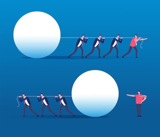 Люди тянут большой мяч в ряд