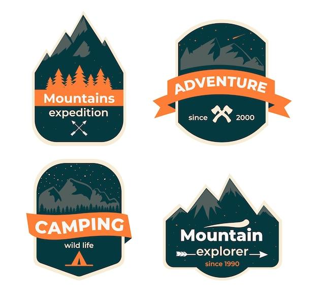 手描きの旅行バッジのセット。キャンプのラベルの概念。