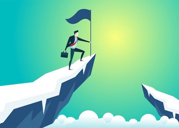 Бизнесмен вершина горы держать флаг