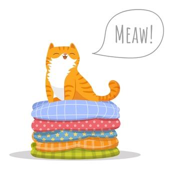 Оранжевая кошка сидит на вершине кучи подушек.