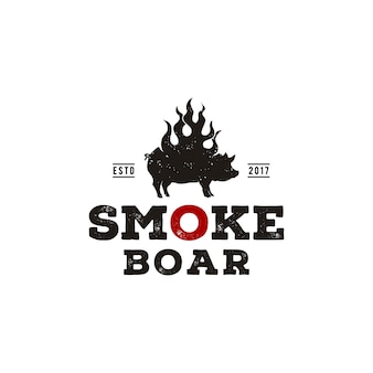 Свинья на гриле с копченой свининой, силуэт сгоревшего кабана, боров с огнем пламени винтажный дизайн логотипа