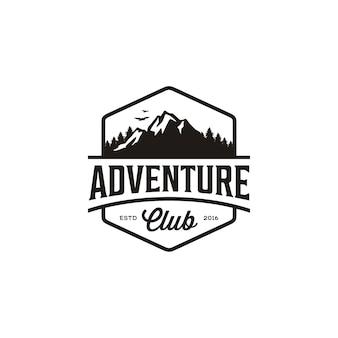マウンテンアドベンチャー旅行のビンテージバッジ、フォレストヒルキャンプのロゴデザイン