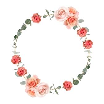 花のオレンジ色のバラとユーカリの葉の美しいフレーム