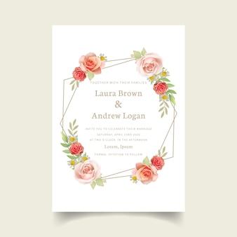 花のバラと結婚式の招待状