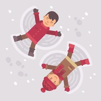 Мальчик и девочка делают снежных ангелов