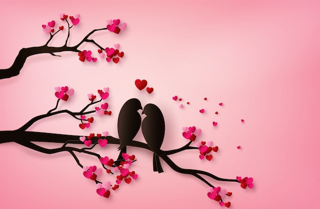 Птицы любви сидели на ветке дерева.