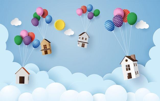 Бизнес концепции бумаги дома висит с разноцветными шарами,