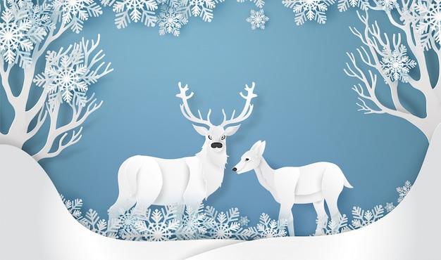 雪と森の中の鹿。