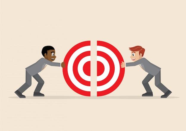 Два бизнесмена вместе цепляют кусочки большой цели.