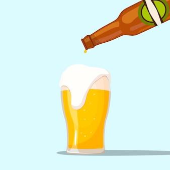 青い背景でビールを提供する