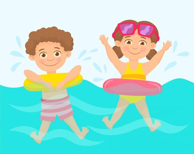 スイミングプールの小さな子供たち