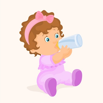 Девочка пьет из бутылки