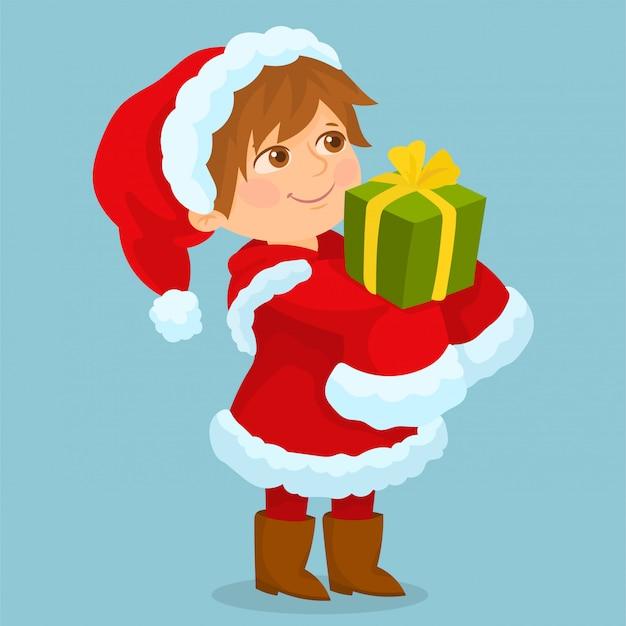 Маленькая девочка в костюме санта-клауса и подарок в ее руках