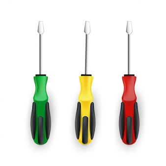 Реалистичные отвертки набор зеленый, желтый и красный, изолированные на белом фоне.