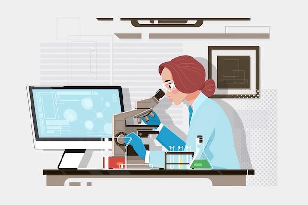 Молодой ученый, глядя через микроскоп в лаборатории