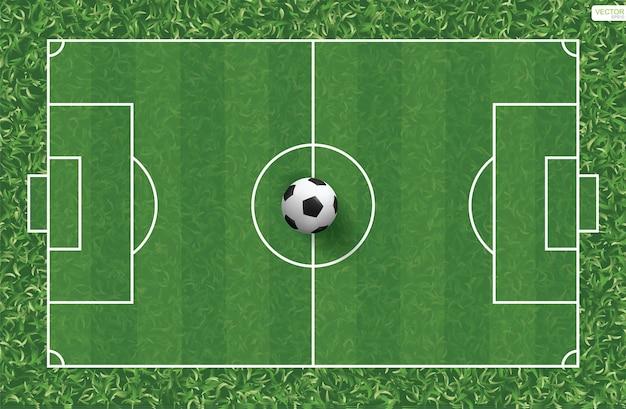 Футбольный мяч на фоне футбольного поля.