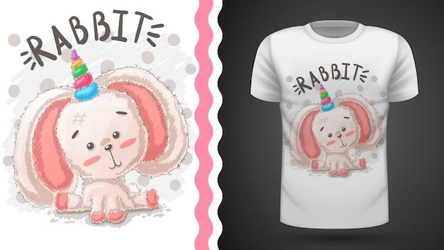 Кролик, футболка с рисунком единорога