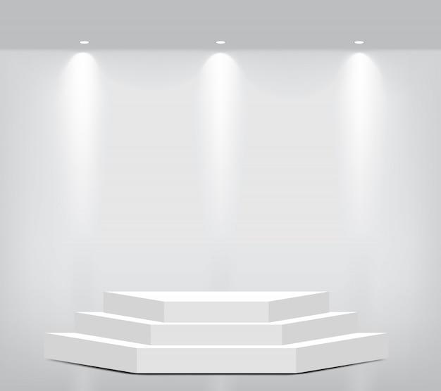 製品を表示する現実的な空の幾何学的な棚