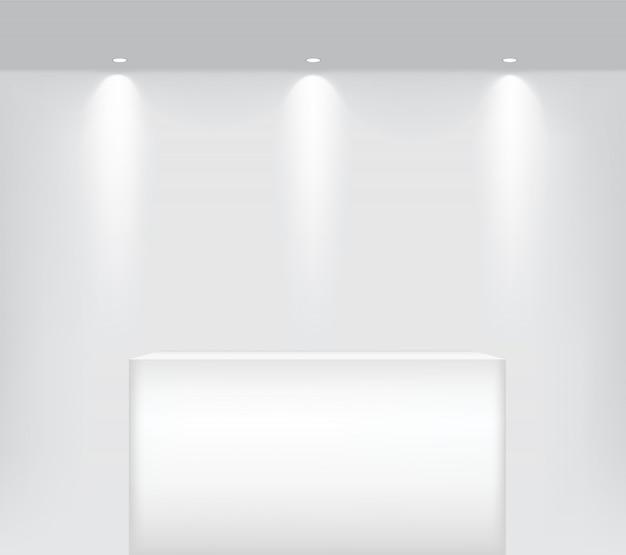 製品を表示するインテリアのためのテーブルの表彰台に現実的な空の棚