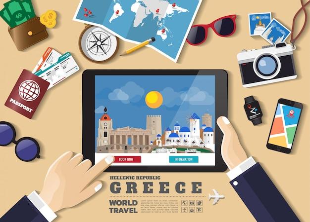 スマートタブレット予約旅行目的地を持っている手。ギリシャの有名な場所。旅行オブジェクト、アクセサリー、観光のアイコンのセットを持つフラットスタイルのベクトル概念バナー。