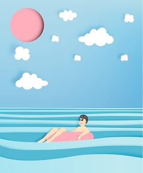 Человек плавает на пляже с красивым фоном моря