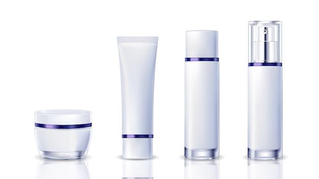 白い背景に現実的な化粧品のボトル